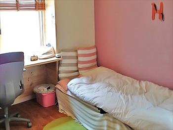 淡いパープルでお洒落な雰囲気に。快適なお部屋になりました。