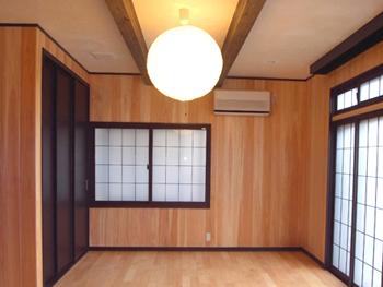 リフォーム前からある大きなガラス扉を活かして、お部屋全体に開放感が生まれました。